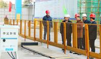 安徽省建设行业安全协会秘书长步向义现场听取我司产品汇报